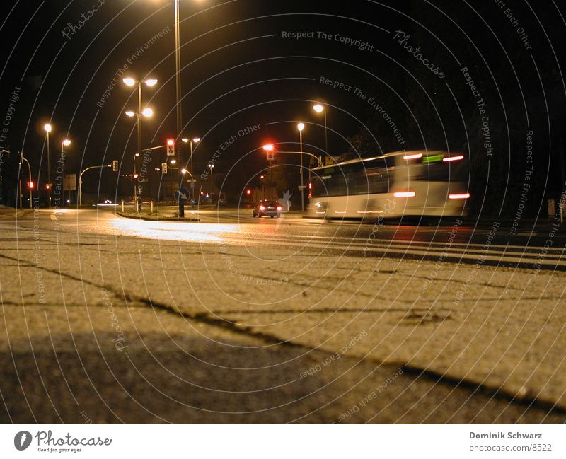 Nachtflug Straße dunkel Beleuchtung Verkehr Bus Ampel Mischung