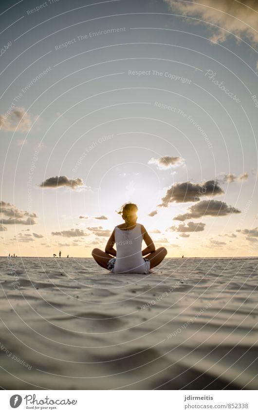 Yoga am Strand Mensch Himmel Kind Natur Ferien & Urlaub & Reisen Sommer Meer Erholung Landschaft ruhig Mädchen Leben feminin Küste Sport