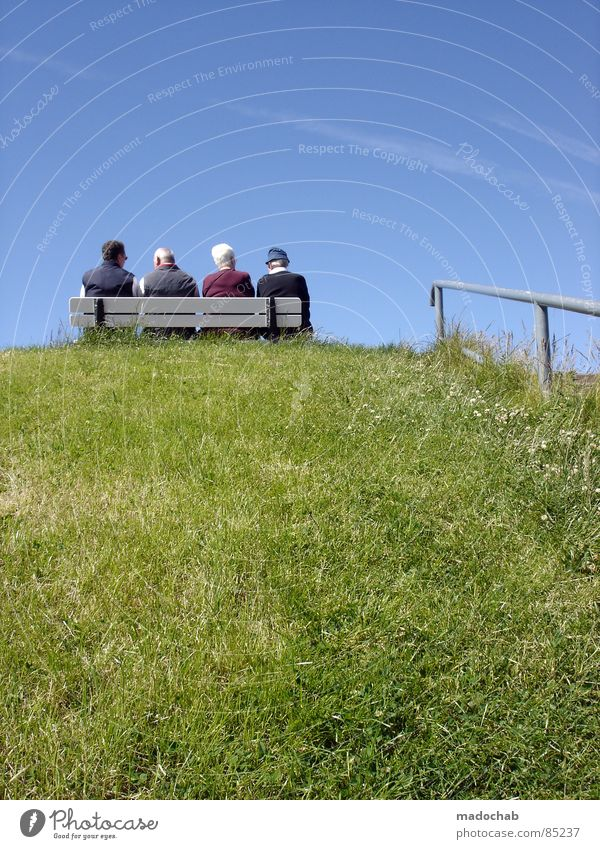 RENTNER-LIEBE ON THE ROCKS Mensch Frau Himmel alt Ferien & Urlaub & Reisen Meer Freude ruhig Erholung Leben Senior Glück Paar Familie & Verwandtschaft Freundschaft Gesundheit