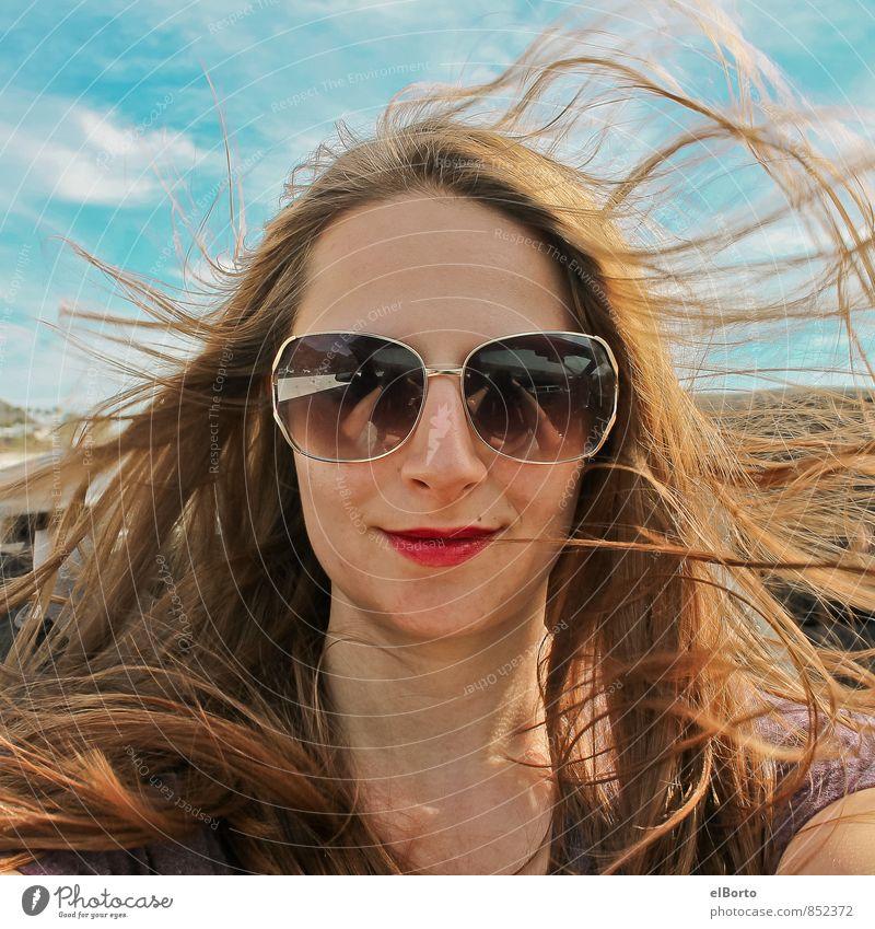 Cabrioselfie Mensch feminin Junge Frau Jugendliche Erwachsene Kopf Haare & Frisuren 1 18-30 Jahre Himmel Schönes Wetter PKW Sonnenbrille brünett langhaarig