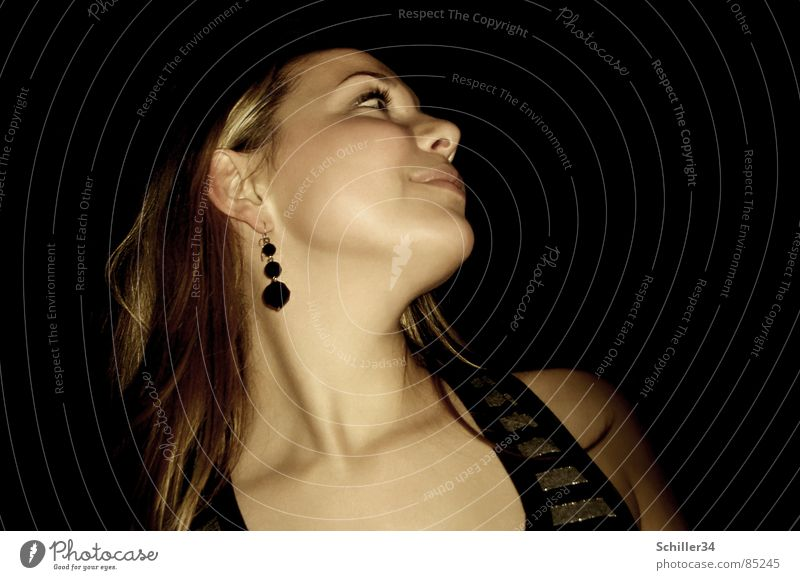 CARO WILL TANZEN... Frau schön Freude schwarz dunkel Haare & Frisuren Stil braun Feste & Feiern Tanzen gehen blond gold Haut Nase Suche