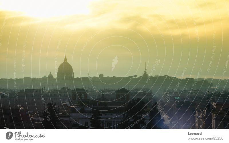 Sonnenuntergang in Rom Stadt Wolken Straße Sonnenuntergang Perspektive Italien Skyline Rom Europa Kleiderbügel Farbton