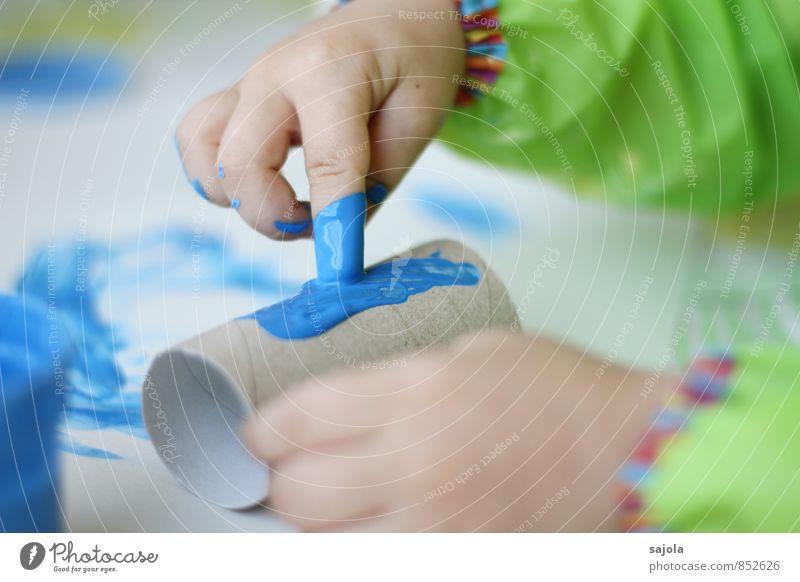 kleckserei - making of Mensch Kind blau Farbe Hand Freude Farbstoff Kunst Arbeit & Erwerbstätigkeit Freizeit & Hobby Kreativität Finger malen zeichnen Kleinkind