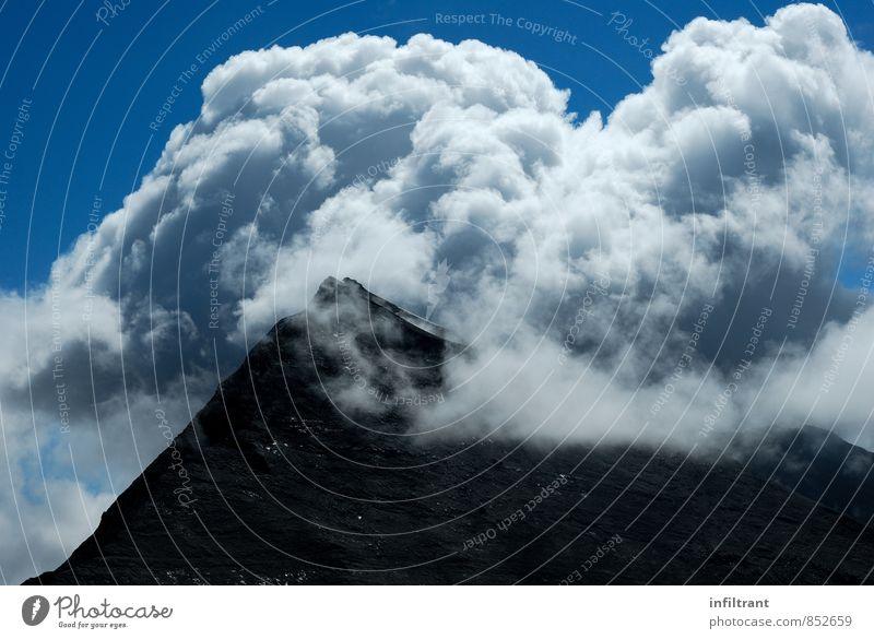 Gipfel in Wolken Himmel blau weiß schwarz Umwelt Berge u. Gebirge Freiheit wandern Abenteuer Alpen