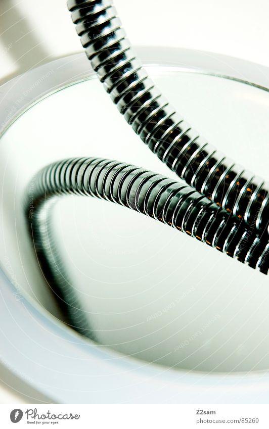 duschschlange III Badewanne Spiegel Schlauch abstrakt Dinge Dusche (Installation) Leitung Wasser Körperpflege clean reduzieren einfach elegant biegen