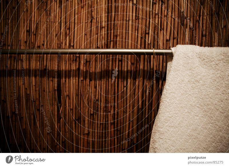 sauber Handtuch Angsthase Stab weich dezent lässig beweglich kuschlig Reinigen trocknen Bad Textilien Sauberkeit aufräumen aufhängen resignieren Einfamilienhaus