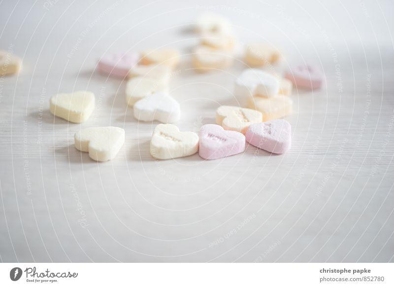 Who loves candy? Süßwaren Gesundheit Angeln Herz süß Liebe Verliebtheit Zucker ungesund Karies Kindheit Farbfoto Nahaufnahme Detailaufnahme Makroaufnahme