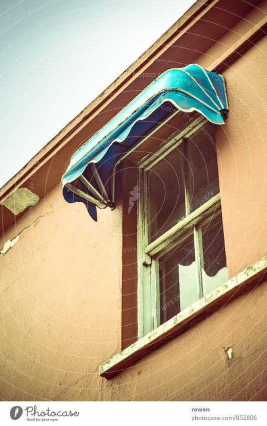 fenster alt Fenster orange Aussicht retro türkis Sonnenschirm schäbig Fensterblick altmodisch