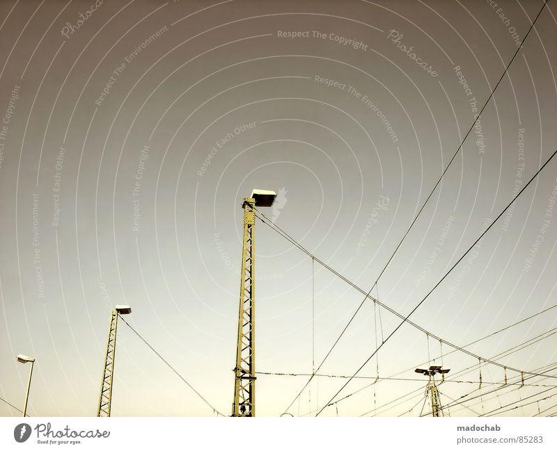 NETWORKING Verbindung Leitung Knoten chaotisch Überleitung streben graphisch Laterne Lampe Draht Elektrizität Kraft Himmel Muster industriell Schönes Wetter