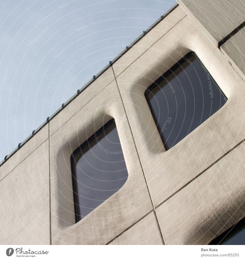 Gerichtliche Anordnung eingelassen diagonal Richter eintreten beeindruckend rund schick Siebziger Jahre Achtziger Jahre Beton Fenster schön dreckig Reinigen