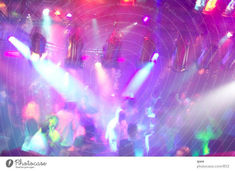 LIchterkranz Licht Club Party Tanzen Scheinwerfer Partygast