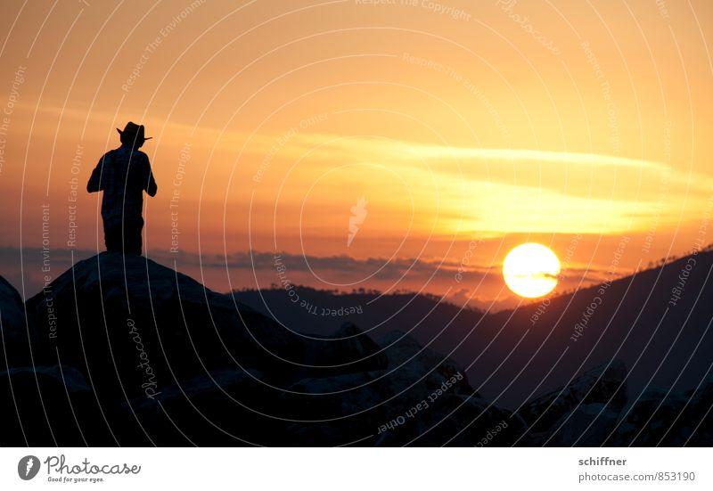 Lonesome Cowboy maskulin Junger Mann Jugendliche Erwachsene 1 Mensch Himmel Sonne Sonnenaufgang Sonnenuntergang Sonnenlicht Sommer Schönes Wetter Hügel
