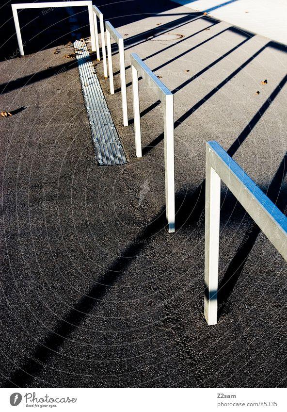 shut-off position Barriere Stab Licht Stimmung Schatten Teer gelb Physik abstrakt Geometrie Architektur durchlaufen Körperhaltung Geländer Metall Abfluss