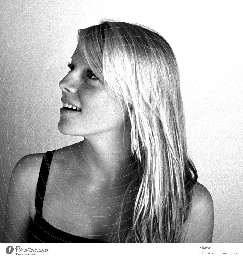 glaubst du wirklich ? Frau schön Freude sprechen Haare & Frisuren lachen blond Haut süß Freundlichkeit Schönes Wetter Top Seite grinsen Schulter Stadtteil