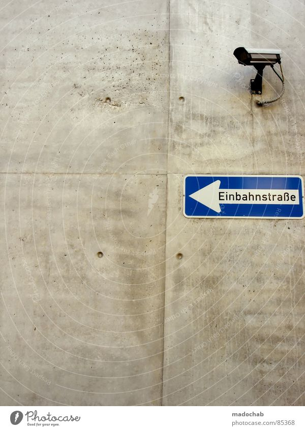 HEUTE: 70 ABLEHUNGEN - ALLES! Straße Wand Stein Traurigkeit Erde offen gold Schilder & Markierungen Verkehr modern Perspektive neu Bodenbelag Hinweisschild
