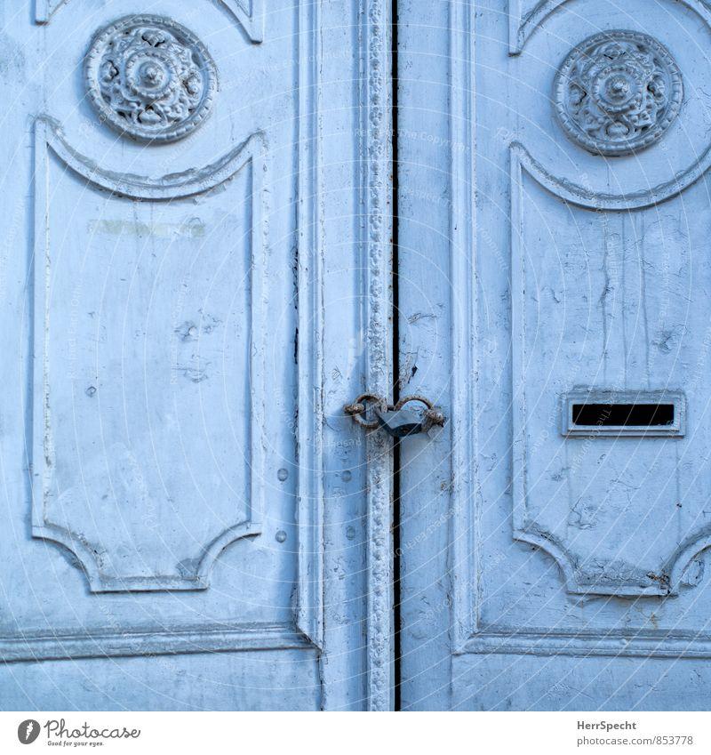 Der Spalt blau Holz außergewöhnlich Tür ästhetisch geschlossen historisch schäbig Eingang Schloss Altstadt schließen Spalte Istanbul Palast