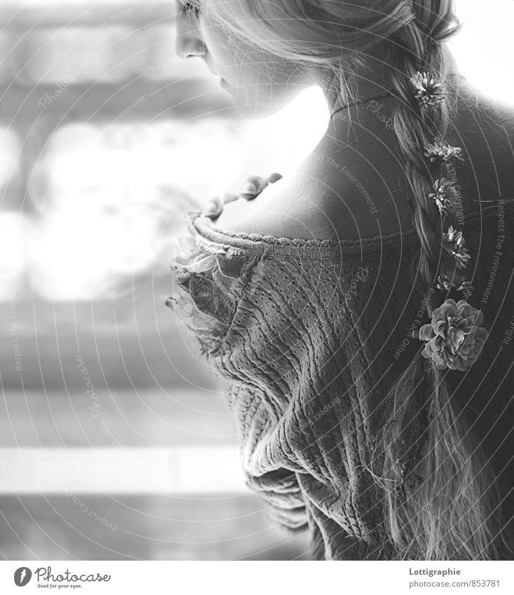 'cause you give me something .. Mensch Jugendliche Junge Frau ruhig Mädchen 18-30 Jahre Erwachsene Gefühle feminin Blüte natürlich Haare & Frisuren Glück