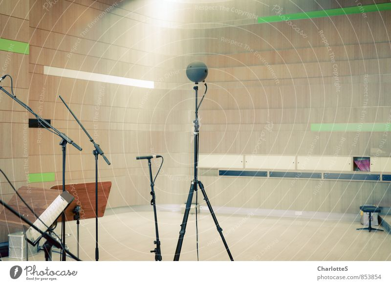 Aufnahme Hörsaal Arbeitsplatz Studioaufnahme Musiker Künstler Kabel High-Tech Kunst Aufzeichnen Musik hören Konzert Sänger Chor ruhig Projekt Werkstatt