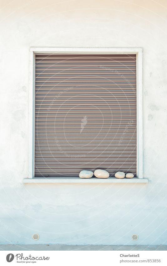 Zen Mauer Wand Fassade Fenster Stein Sand Zeichen Erholung braun grau weiß Italien Mailand ruhig Siesta schlafen Lamellenjalousie Rollladen