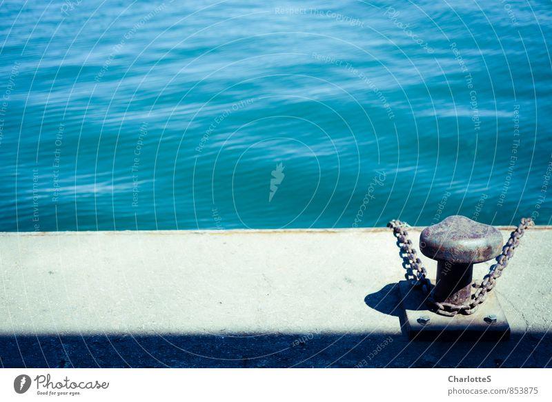 Anlegestelle Beton Metall blau Spanien grün Meer Hafen Kettenglied Poller fest Am Rand Rost Schatten Wellen Dock Grafische Darstellung Fischereiwirtschaft