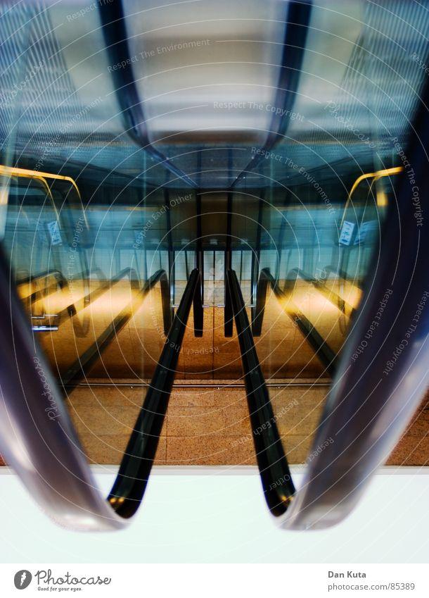 Upside Down U Roll Me tief Geländer Lichtspiel Rolltreppe Arbeit & Erwerbstätigkeit Schichtarbeit entgegengesetzt Kaufhaus mehrschichtig