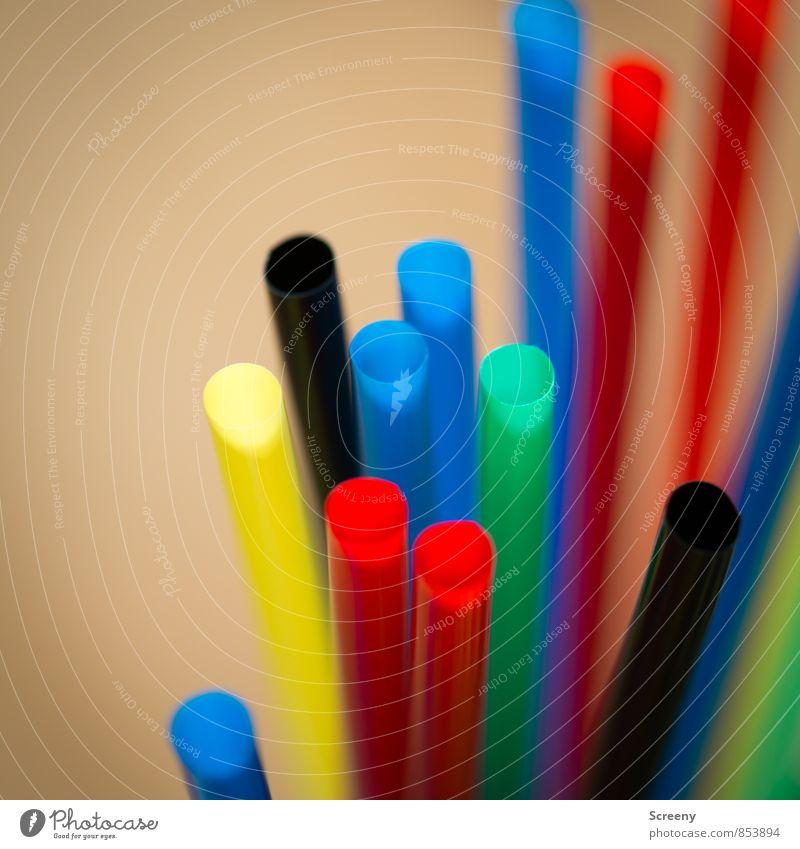 Halme ohne Stroh #2 Trinkhalm rund blau mehrfarbig gelb grün rot schwarz Partystimmung Farbfoto Detailaufnahme Makroaufnahme Menschenleer Tag