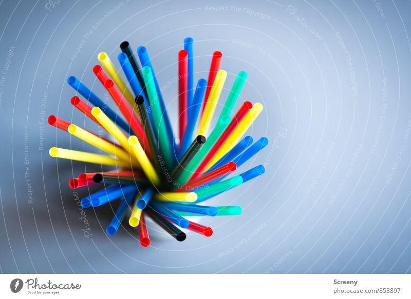 Halme ohne Stroh #3 Trinkhalm rund blau mehrfarbig gelb grün rot schwarz Partystimmung Farbfoto Detailaufnahme Makroaufnahme Menschenleer Tag