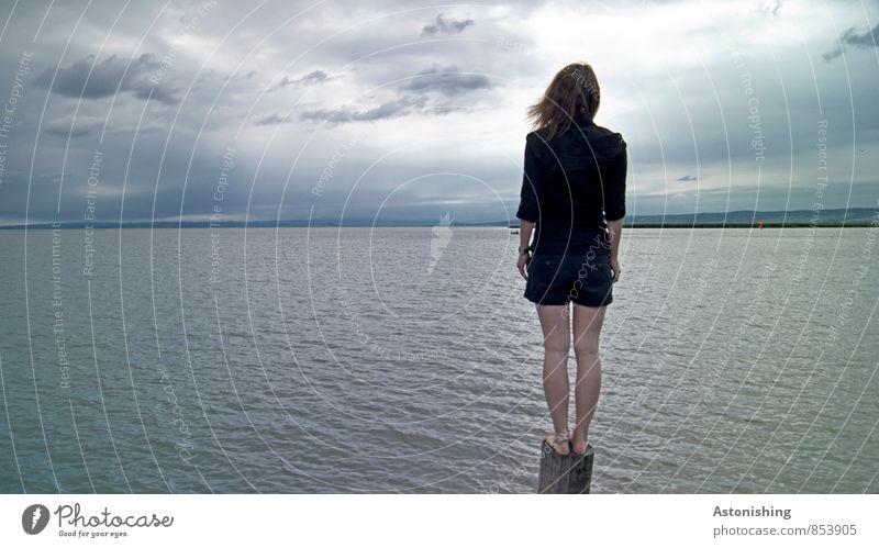die lebendige Statue Mensch Himmel Natur Jugendliche blau Sommer Junge Frau Landschaft ruhig Wolken 18-30 Jahre schwarz Umwelt Erwachsene feminin