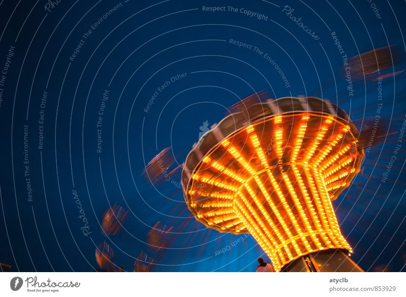 Spin me round - Es geht Rund Feste & Feiern Oktoberfest Jahrmarkt Party Nachthimmel fliegen schaukeln blau gelb gold Gefühle Freude Glück Euphorie Mut Carousel