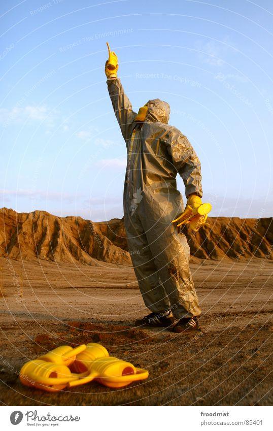 grau™ - kannenträger gelb grau-gelb Anzug rot Gummi Kunst dumm sinnlos ungefährlich verrückt lustig Freude Schwerelosigkeit Planet Kannen Gießkanne
