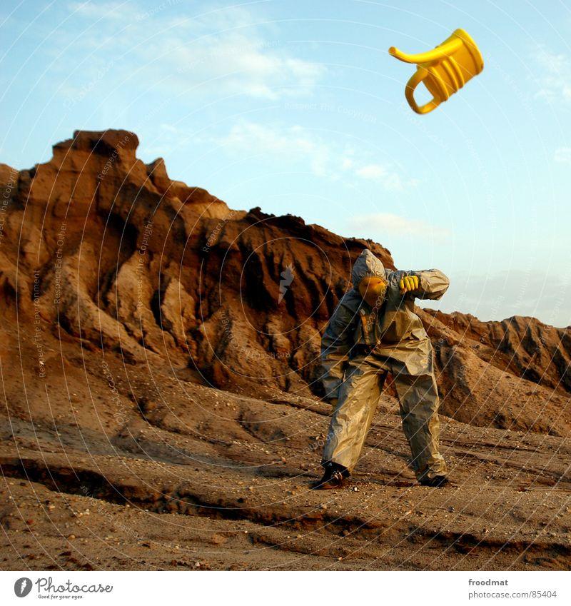 grau™ - kannenflug gelb grau-gelb Anzug rot Gummi Kunst dumm sinnlos ungefährlich verrückt lustig Freude Schwerelosigkeit Planet Kannen Gießkanne springen