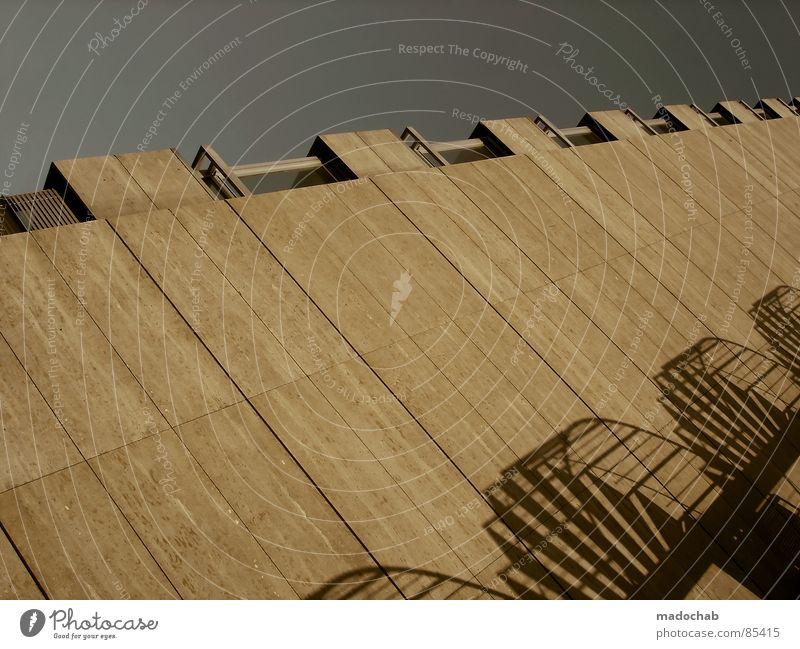 PERSPECTIVE OF SICKNESS Mauer Backstein Muster penibel aufwärts abwärts Niederlande sehr wenige Notausgang falsch Orientierung orientierungslos wohin Neigung