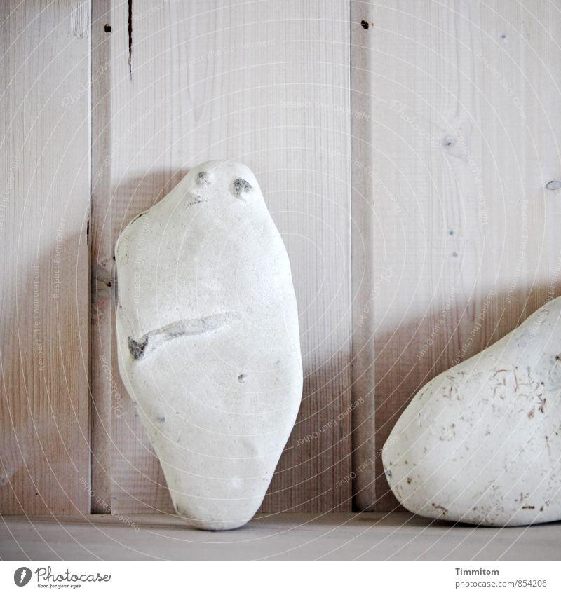 Smile! Ferien & Urlaub & Reisen weiß Freude Gefühle grau Holz Stein Linie hell Häusliches Leben stehen ästhetisch einfach Sammlung Nut