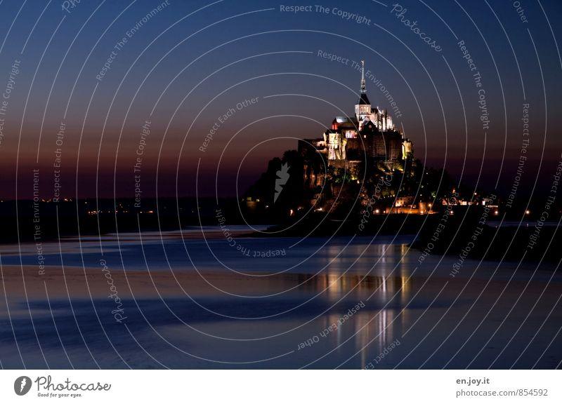 späte Flut Ferien & Urlaub & Reisen blau Religion & Glaube außergewöhnlich Horizont träumen orange Tourismus Insel Ausflug fantastisch Kirche Romantik Hügel