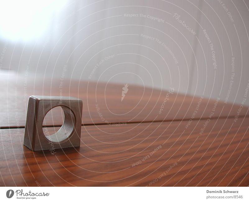 Loch im Raum Schrank Holz aufmachen schließen Häusliches Leben Furnier Decke Detailaufnahme Tür Maserung