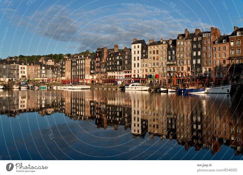 ...richtig herum Ferien & Urlaub & Reisen Städtereise Honfleur Normandie Frankreich Stadt Hafenstadt Altstadt Skyline Menschenleer Haus Fassade maritim