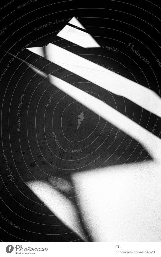 zickzack Wege & Pfade dunkel eckig komplex Ziel Zickzack Schattenspiel Lichtspiel Lichteinfall Linie Schwarzweißfoto abstrakt Muster Menschenleer Tag Kontrast