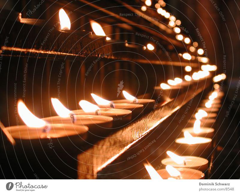 Flammenmeer Kerze Teelicht Religion & Glaube Hoffnung Gebet erinnern Dinge Brand Wind