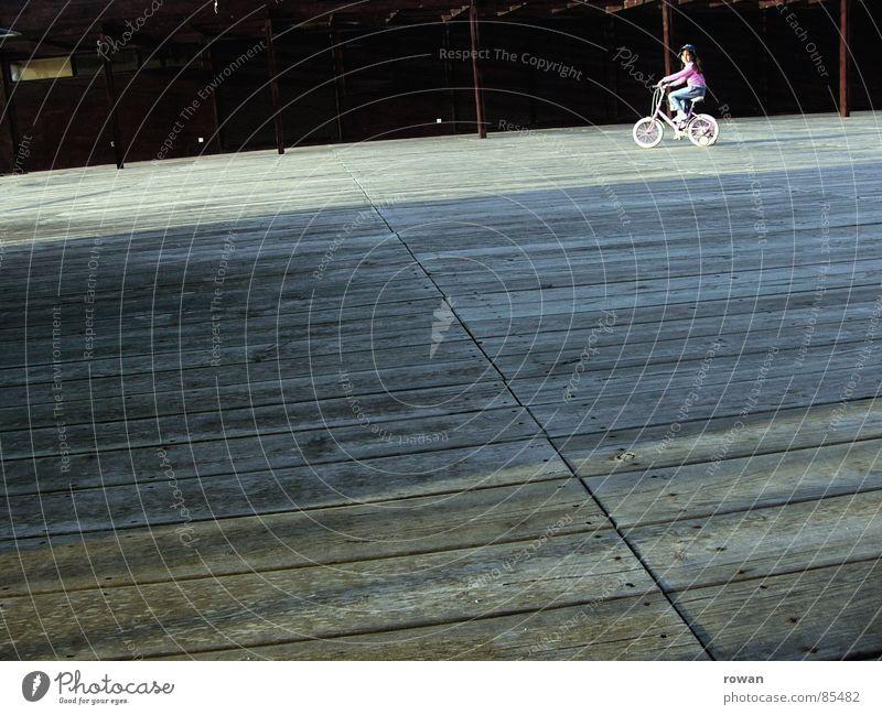 kommst du? Kind Ferien & Urlaub & Reisen Freude Spielen Wärme Freiheit Holz klein Fahrrad rosa Freizeit & Hobby Ausflug Abenteuer neu Spaziergang Physik