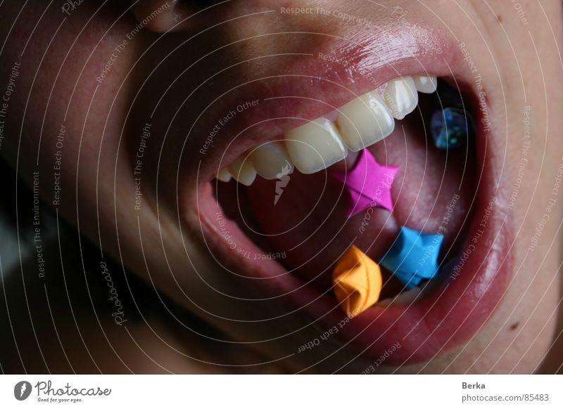 Euphoria Lippen grinsen Freude scream origami Zunge pills tongue Mund laugh euphoria shout yelling Zähne