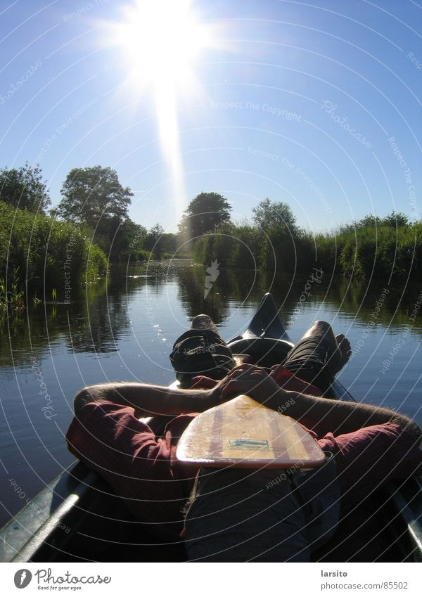 canoa tranquilo Gegenlicht Kanu Paddel Sommer Erholung Fluss Bach Wassersport Sonne Himmel Küste