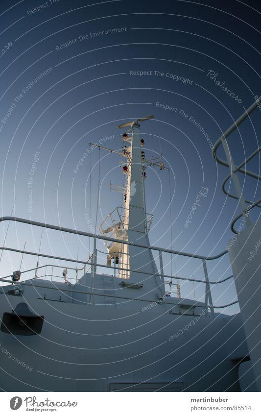 schiff ahoi Hochsee Marine Meer blau-grau Dänemark Wasserfahrzeug Fähre Radarstation Antenne Information kalt Überwachung überwachen Suche Maschine maritim