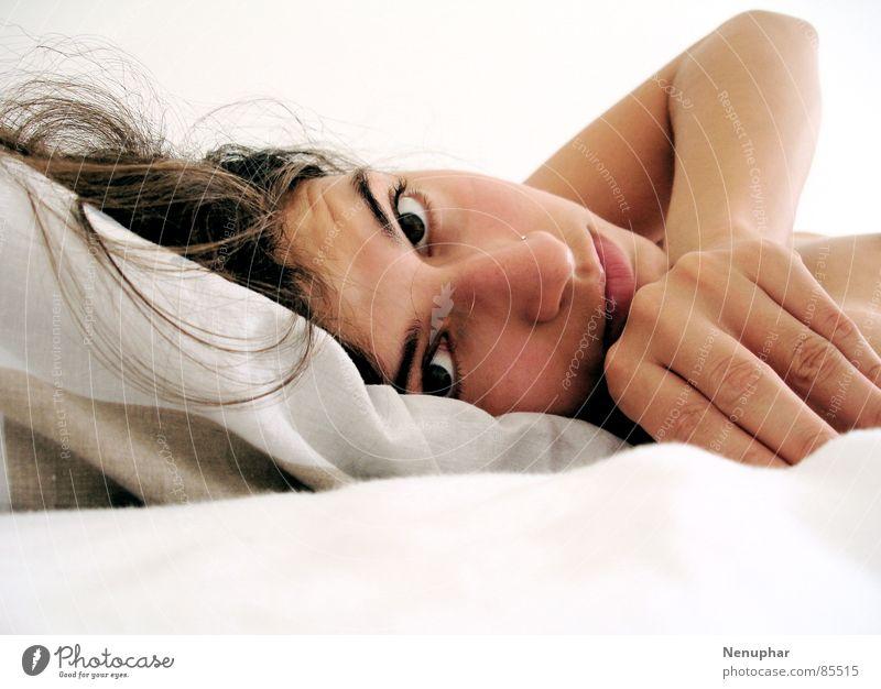 Guten Morgen Frau Auge Seil Bett weich Fragen sanft verträumt Selbstportrait staunen