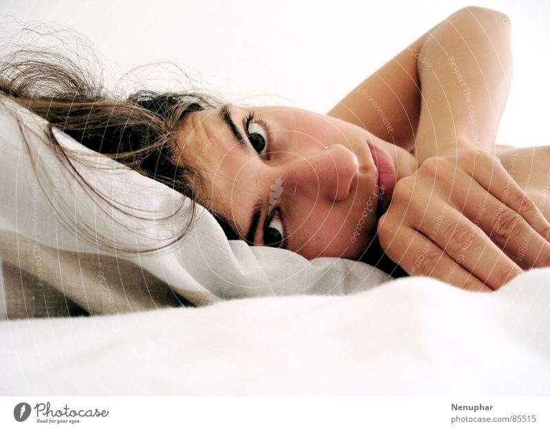 Guten Morgen weich Bett verträumt Frau Porträt Selbstportrait sanft staunen am Morgen Auge Seil Fragen