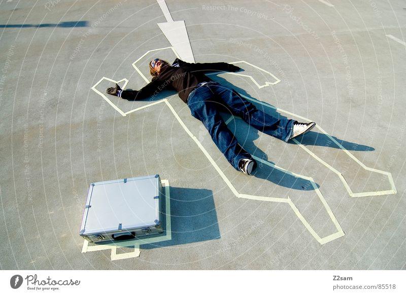 TATORT - geldübergabe Handschuhe Tatort Kriminalität Koffer Gangsta Rap lässig Sonnenbrille gestreift Stil Mann man geldkoffer sako criminal deal Mafia sitzen