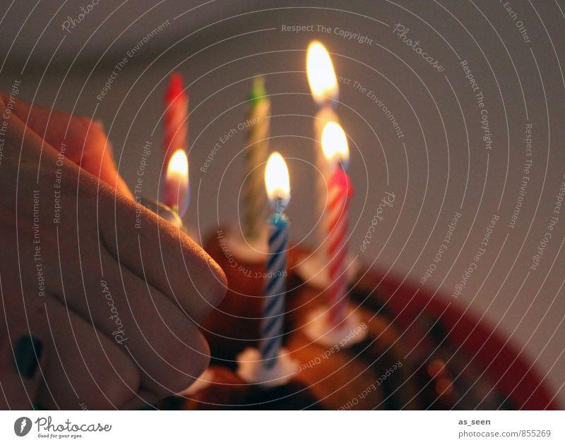Geburtstag   200 Design Glück Entertainment Party Feste & Feiern Hand Finger 1 Mensch Kerze Zeichen glänzend leuchten Freundlichkeit mehrfarbig Vorfreude