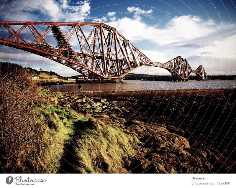 Brücke Himmel alt blau Wasser gelb Herbst Küste Stein braun Sand Metall Sträucher groß Güterverkehr & Logistik Fluss