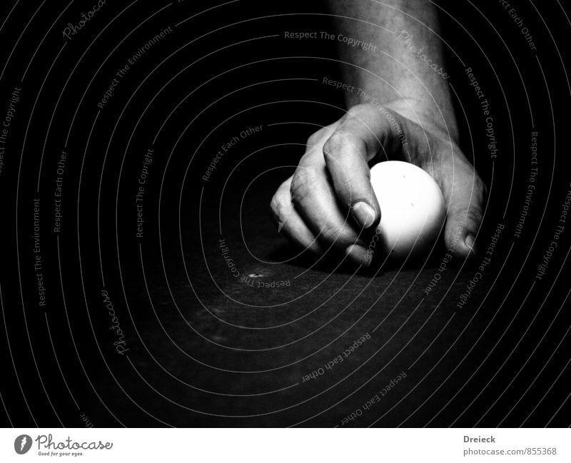 black pool Mensch Mann weiß Hand ruhig schwarz Erwachsene Sport Spielen maskulin Freizeit & Hobby Finger berühren rund Kugel Kontrolle