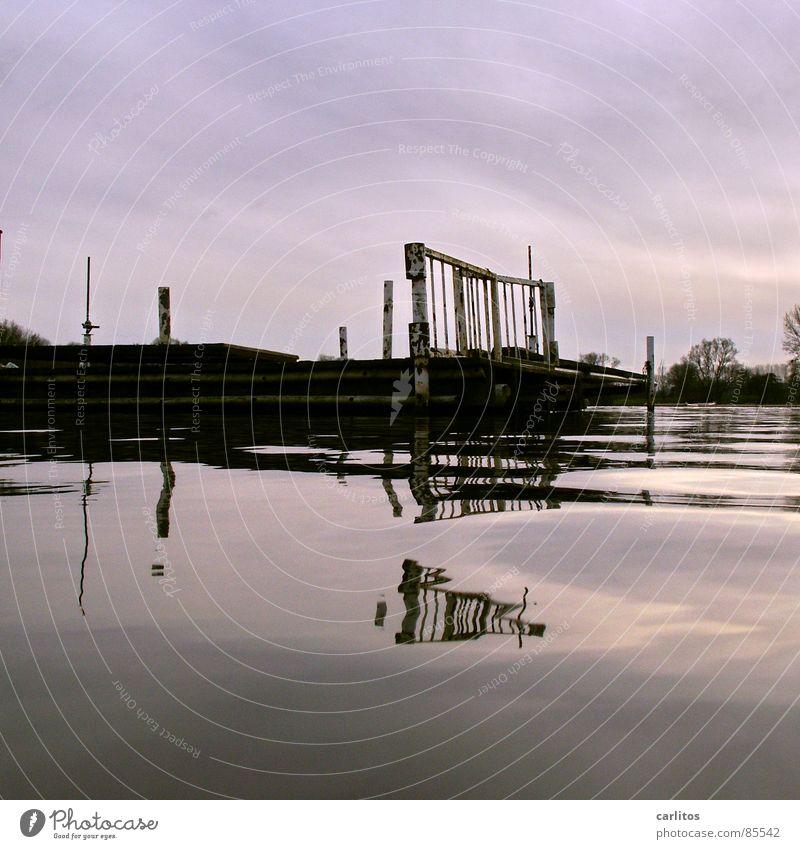 Winterpause am Bootsverleih ruhig kalt Gefühle See Denken Wasserfahrzeug Spiegel Gelassenheit Teilung Doppelbelichtung bewegungslos Symmetrie geduldig Ruderboot