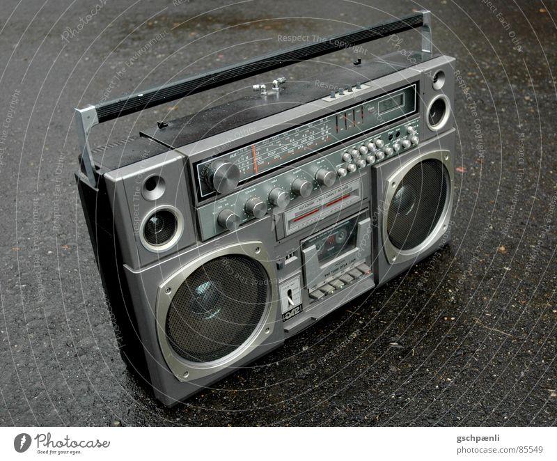 Oldschool - I Pod // two Hebel Sprechgesang Ghetto Ghettoblaster grau schwarz Aluminium old-school Hiphop Funktechnik Stil nass feucht Nostalgie stehen gestellt